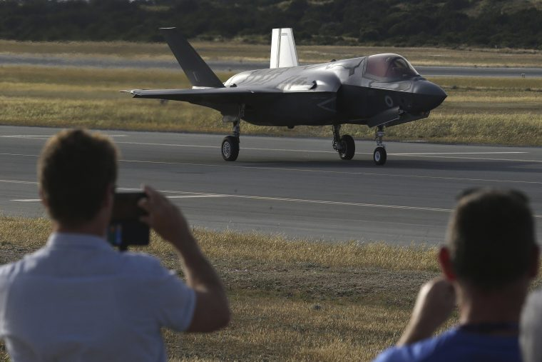 Fighter planes lands in the Cyprus base